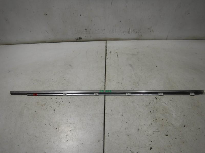 Молдинг стекла передней правой двери для Lexus GS 3 300 400 430 2005 -2012. Артикул 702228.