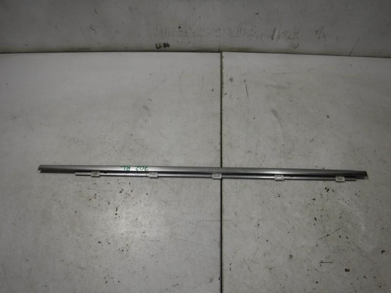 Молдинг стекла задней левой двери для Lexus GS 3 300 400 430 2005 -2012. Артикул 702230.
