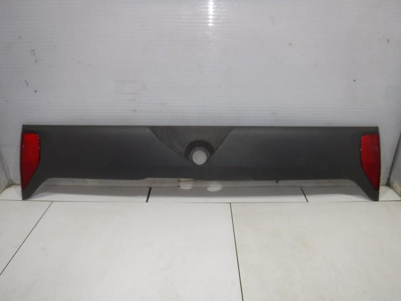 Накладка двери багажника для Nissan Terrano 2 (R20) 1993 -2006. Артикул 705083.