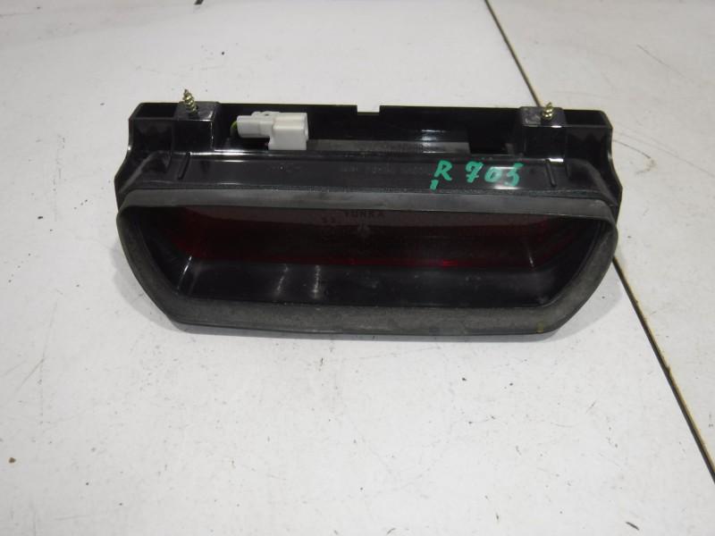 Фонарь задний (стоп сигнал) для Nissan Terrano 2 (R20) 1993 -2006. Артикул 705137.