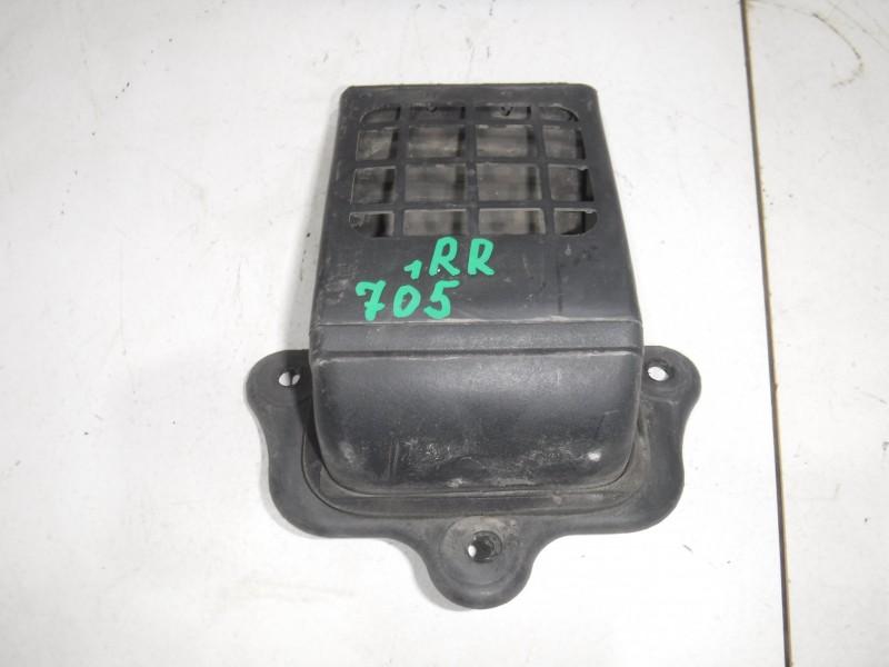 Решетка вентиляционная для Nissan Terrano 2 (R20) 1993 -2006. Артикул 705158.